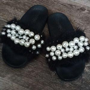 Fashion fluffy flip flops